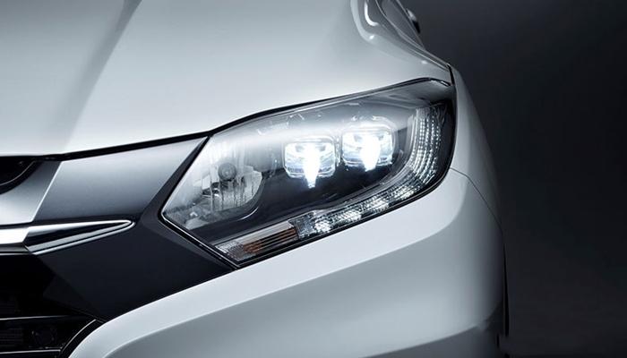 Ở phiên bản cao cấp nhất 1.8V, Honda HRV được trang bị cụm đèn pha LED tự động