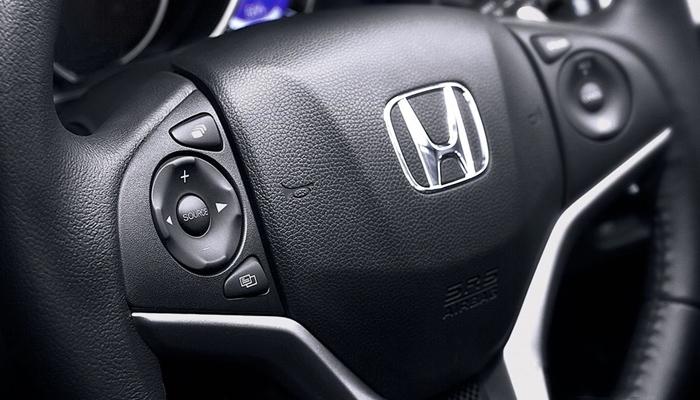 Vô-lăng xe có thể điều chỉnh 4 hướng