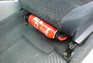 Nên đặt bình chữa cháy dưới gầm ghế