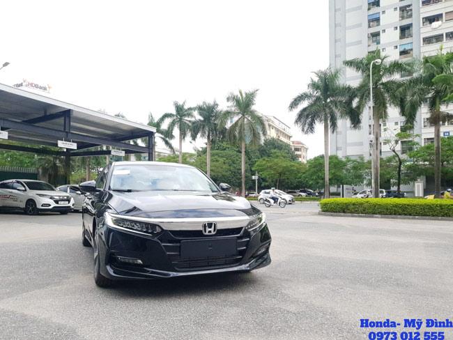 Cận cảnh phần đầu xe Honda Accord