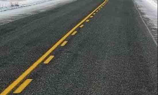 Vạch kẻ đường màu vàng một đứt, một liền
