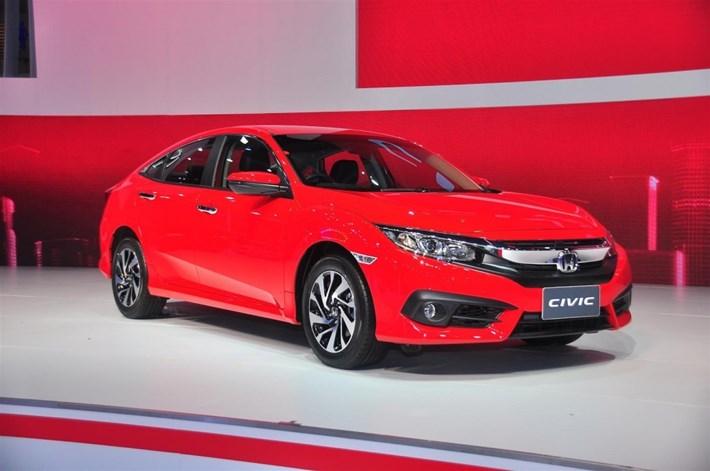 Honda Civic lịch lãm với tông màu đỏ