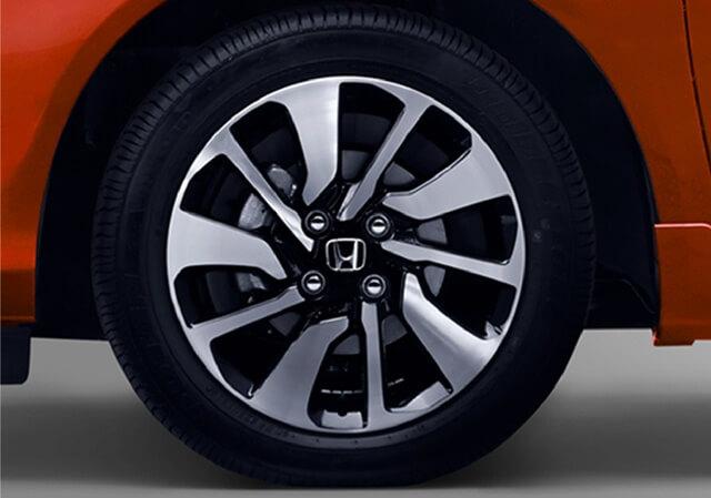 Bộ mâm lốp trên bản Brio 1.2RS CVT đẹp hơn