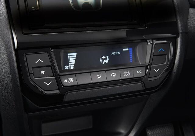 Các nút chỉnh hệ thống điều hòa xe Honda Brio đều bằng các nút bấm