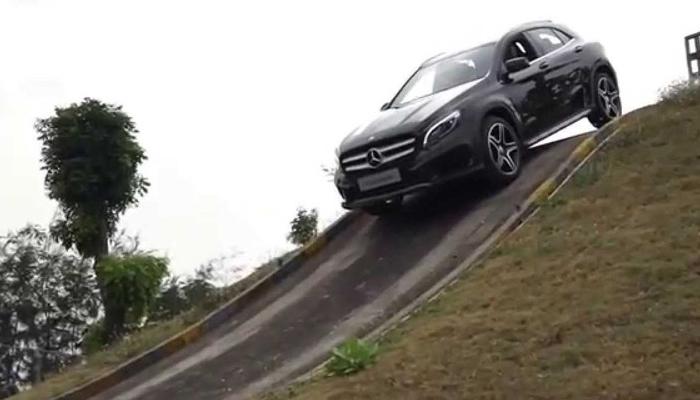 Kinh nghiệm lái xe số tự động xuống dốc