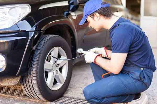Cân bằng xe bằng cách bơm đều bánh xe