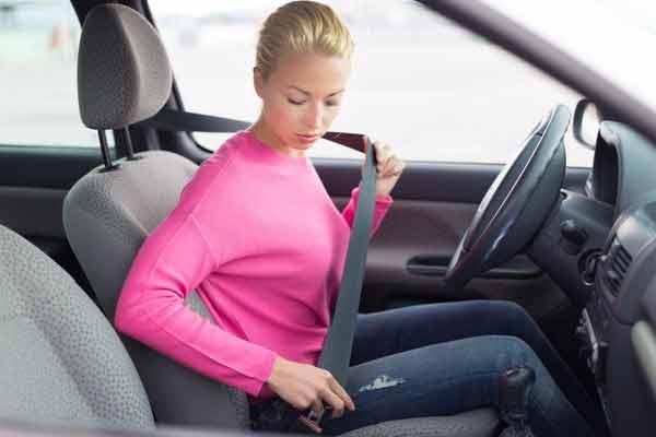 Thắt dây an toàn khi lái xe