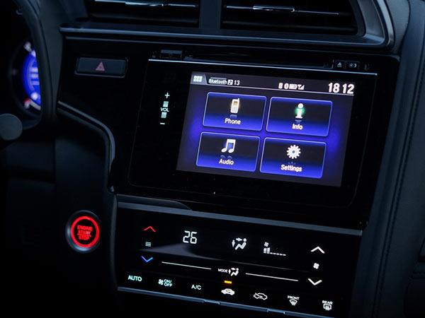 Honda Jazz bản RS và G được trang bị màn hình cảm ứng 7 inch