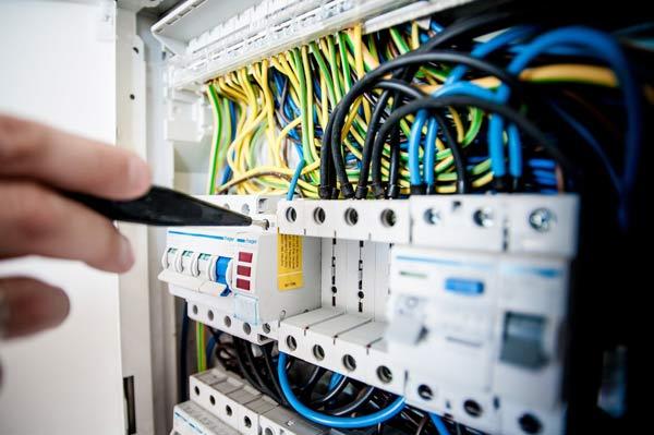 Dịch vụ sửa chữa điện nước là gì