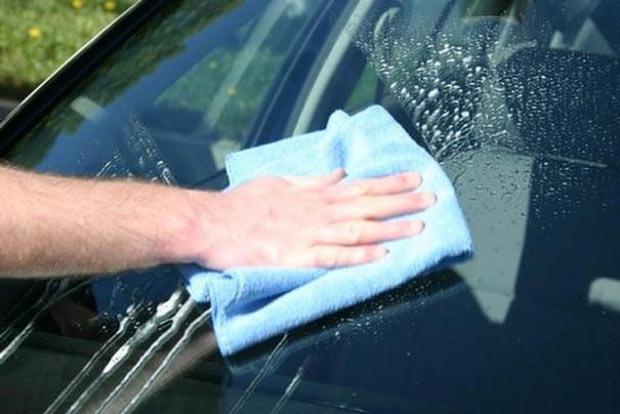 Rửa và lau khô xe