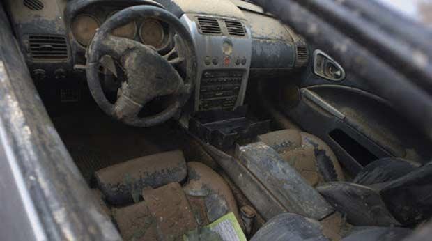 Kiểm tra nội thất của xe